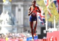 kosgei running marathon maraton 42K record 1