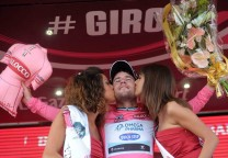 cavendish podio beso 1