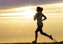 running mujer amanecer