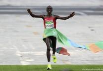 kipchoge runnin maraton marathon 42K